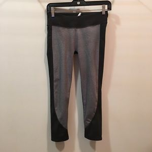 Fabletics XS cropped workout leggings